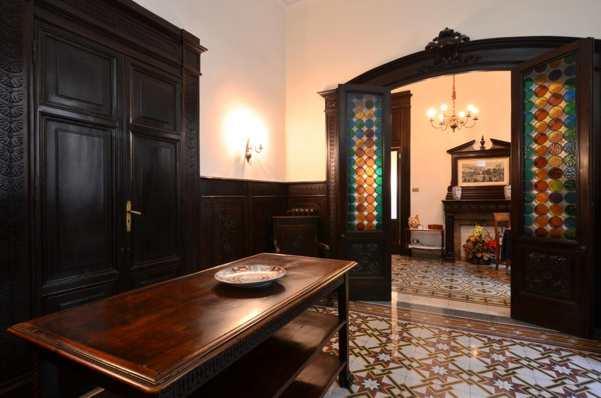 The entry room